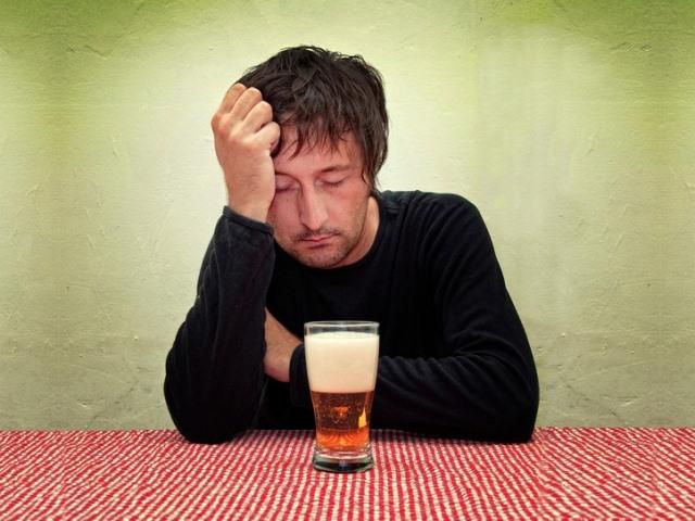 Алкоголик не хочет бросать пить