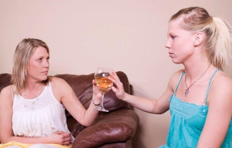Что делать если у мамы алкоголизма